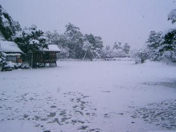 Kenrokuen lake frozen in winter